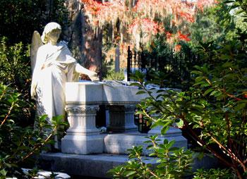 The Haunted (Pseudo) History of Bonaventure Cemetery